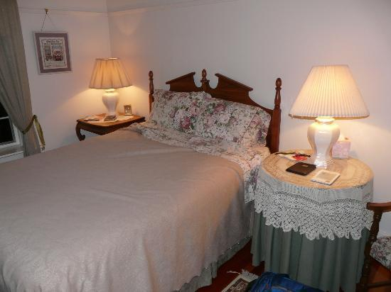 Sproule Heritage Bed & Breakfast: Bedroom