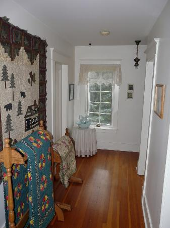 Sproule Heritage Bed & Breakfast: Upper Hall