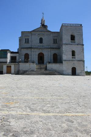 Materdomini, อิตาลี: The old church, from the exterior