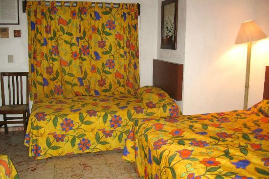 Hotel Posada de Roger: colorful, cozy linens and decor