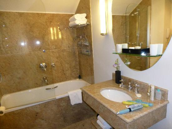 Hotel d'Aubusson: Our bathroom