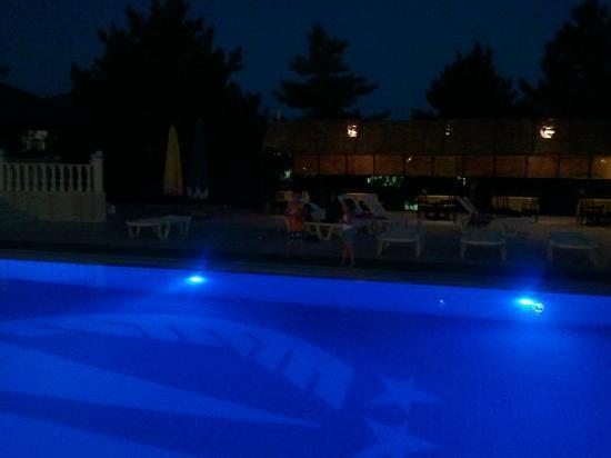 أوتل مصطفى: zwembad 