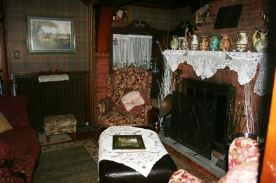 Warwickshire Bed and Breakfast: another view of the sitting room