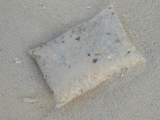 Brisas Santa Lucia: J'ai trouver dans l'eau plusieurs petit sac, comme celui ci !! remplie de sable