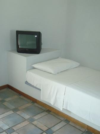 Atlantis Beach Villa - TV and spare bed