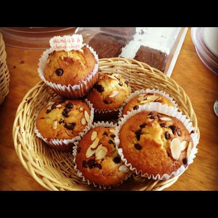 Babel Cafe: Home made muffins, blueberry and almond+choco chips