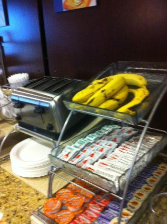 Holiday Inn Express & Suites Denton - UNT - TWU: Food