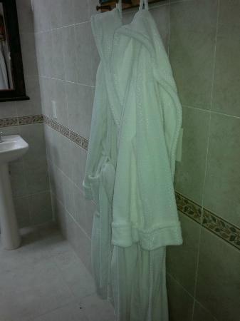Casa Maria Hosteria: Las Dos batas de baño