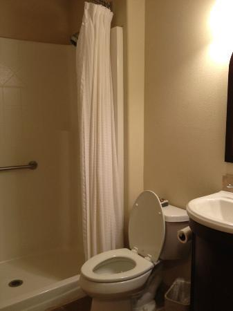 Best Western Wesley Inn & Suites: Bathroom