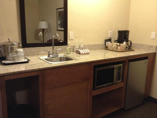 BEST WESTERN Wesley Inn & Suites: Bar in the Suite