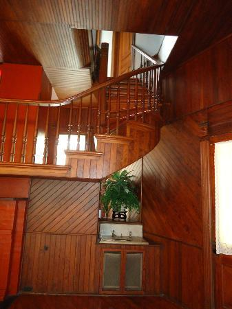 Lapham-Patterson House: split staircase leading to third floor