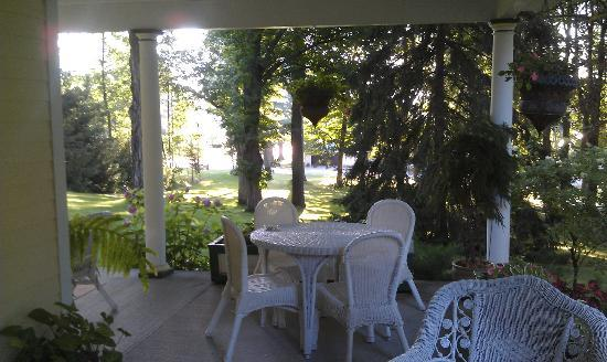 Bellaire Bed and Breakfast: Porch