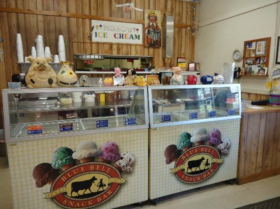 Hog Wild BBQ: Hobo's Ice Cream Counter