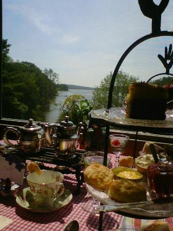Wabi Sabi Cottage: Tea on the Sheepscot River