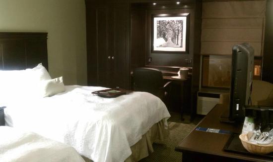 Hampton Inn Kent/Akron Area: Our Room