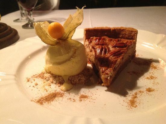 Hotel Casa da Montanha: Torta de Nozes com sorvete de creme...hummmmm.....muiiito bom!