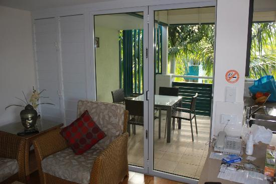 Verandahs Boutique Apartments: Looking out onto balcony