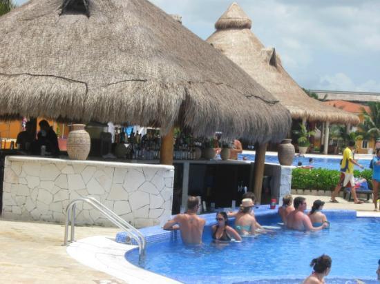 Pool Bar Picture Of Ocean Maya Royale Playa Del Carmen