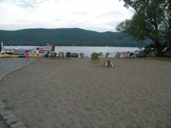 Shore Meadows Motel: View of private beach