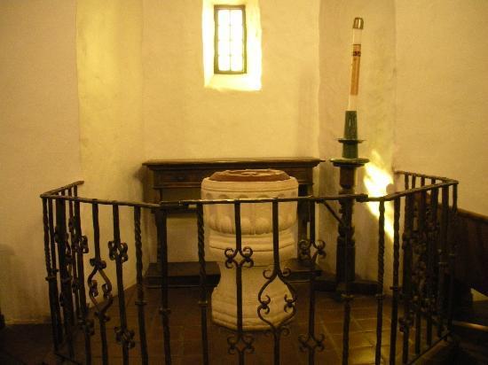 Mission Dolores: Inside chapel