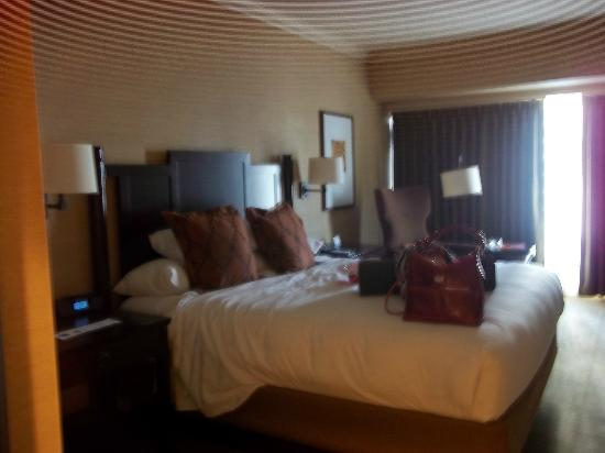 Hyatt Regency Bellevue: bed