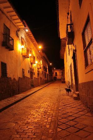 Mama Simona Hostel: Calle Ceniza donde se encuentra el Hostel