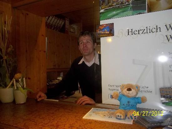 Hotel Gasthof Stift : いつも親切な受付のフーバーさん