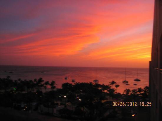 Hyatt Regency Aruba Resort and Casino: sunset form small terrace
