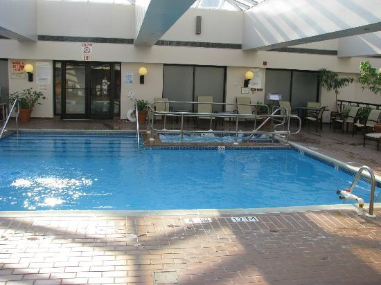 Sheraton Philadelphia Society Hill Hotel: The pool and spa area