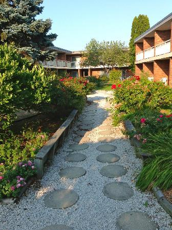 Best Western Valley Plaza Inn: Hotel garden