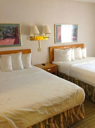 BEST WESTERN Valley Plaza Inn: Beds