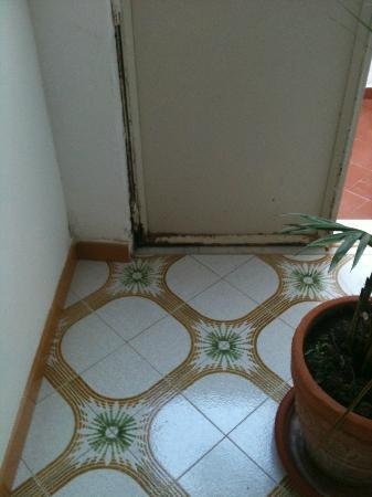 Vittoria: Rust on the door