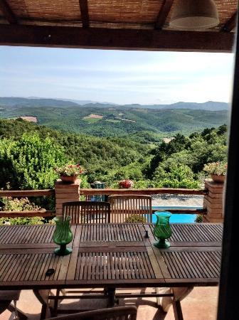 Agriturismo Piaggione di Serravalle: The most wonderful view of Tuscany from our balcony!