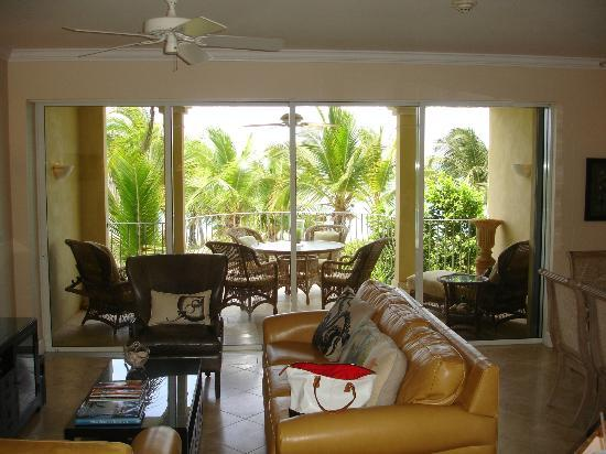 Villa Renaissance: View through living rom to balcony (ocean view)