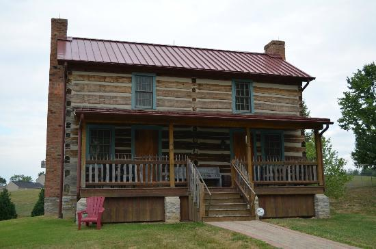 Burlington's Willis Graves Bed and Breakfast Inn: Log Cabin
