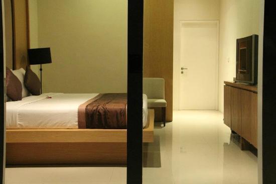Serene Villas: master bedroom, facing the pool
