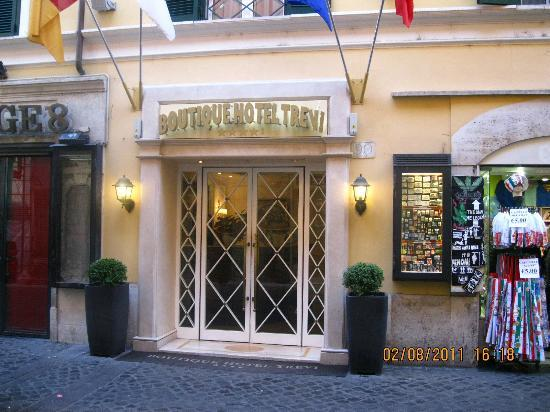 Front picture of boutique hotel trevi rome tripadvisor for Boutique hotel trevi