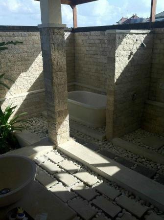 โรงแรมบาหลีนยูห์แกดิงวิลล่า: Bathroom