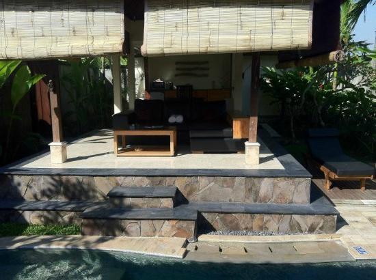 Bali Nyuh Gading Villa: living room