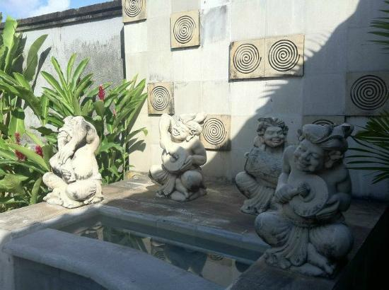 Bali Nyuh Gading Villa: swimming pool