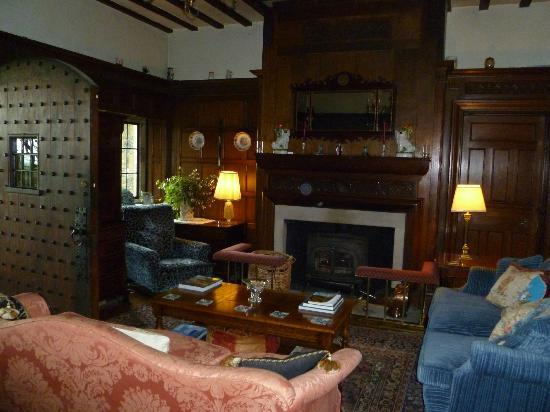Thurnham Keep Country House B&B: Cozy lounge area with fireplace