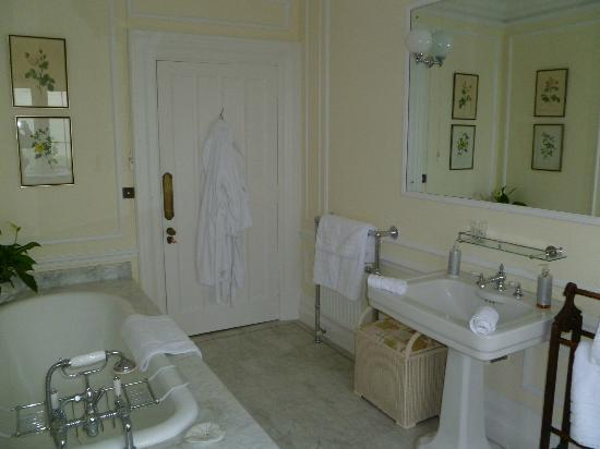 Thurnham Keep Country House B&B : Spacious, luxurious bathroom