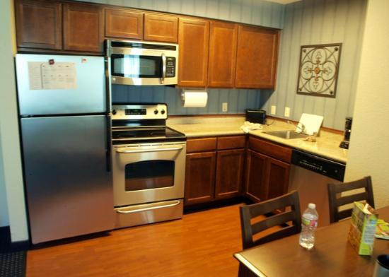 Residence Inn Los Angeles Westlake Village: Kitchen Suite