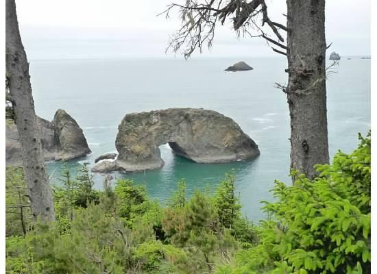 Brookings, Oregón: Arch Rock