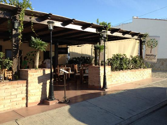 Healthy Restaurant & Wine Bar: Outdoor seating with screen and plenty of shade