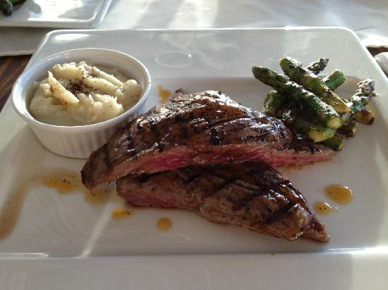 Healthy Restaurant & Wine Bar: Flank steak to die for; I can't stop think how good it was.