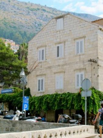 Dubrovnik Bed and Breakfast : The building