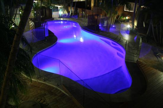 Outrigger Bay Apartments: Pool Area at night