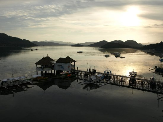 Busuanga Seadive Resort: The view from the roof looking over the bay