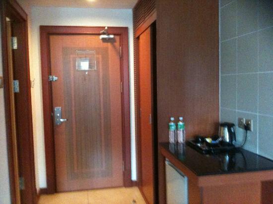 Kiulap Plaza Hotel: the entrance